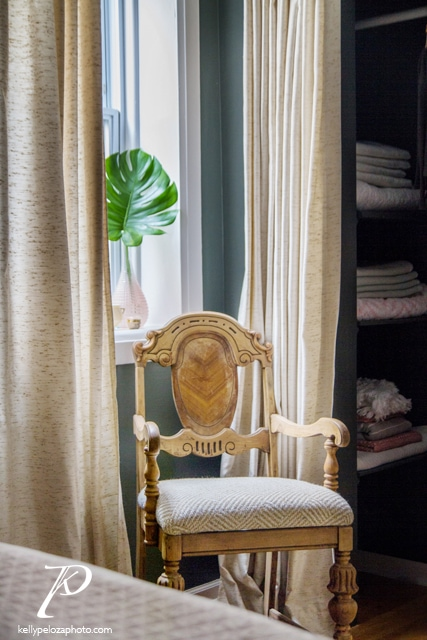 Bedroom designed by EM Interiors Chicago   Interior design photography by Kelly Peloza Photo